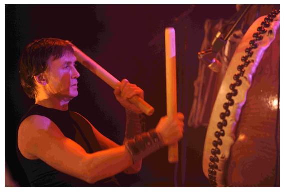 Gijsbert Zwart geeft drumlessen en trommellessen en workshops onder andere japans in Utrecht en omstreken workshop trommelen en drummen